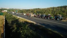 Tractoarele agricultorilor au intrat în Chișinău odată cu lăsarea nopții