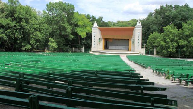 Instituțiile teatral-concertistice își reiau repetițiile și evenimentele în aer liber