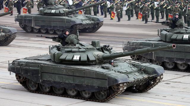 VIDEO | Un tanc T-72 al Rusiei a luat foc în timp ce aveau loc controalele inopinate ordonate de Putin