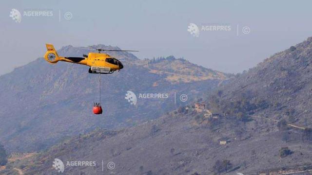 Pompieri și militari se luptă să stingă un incendiu de pădure izbucnit în regiunea Madrid