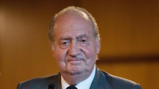 O fotografie pare să-l arate pe fostul rege spaniol Juan Carlos sosind în Emiratele Arabe Unite