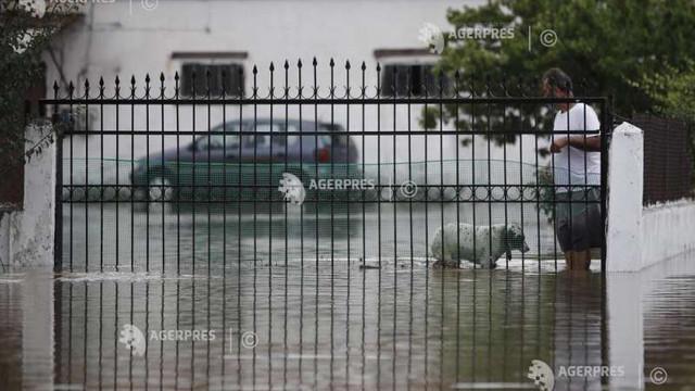 Grecia: Trei persoane decedate și locuințe inundate în urma furtunilor puternice de pe insula Evia