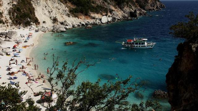 Restricții în Grecia după un record al cazurilor COVID. Primele măsuri afectează barurile și restaurantele din mai multe stațiuni