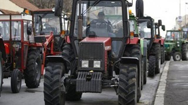 Agricultorii protestatari au pornit cu tehnica spre Chișinău