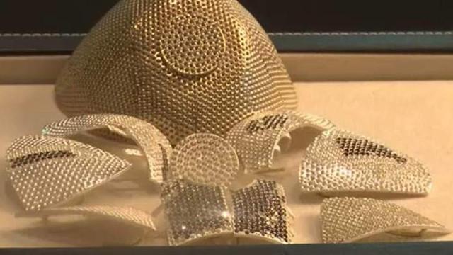 Cea mai scumpă mască anti-COVID din lume. Costă 1,5 milioane de dolari și a fost comandată de un chinez