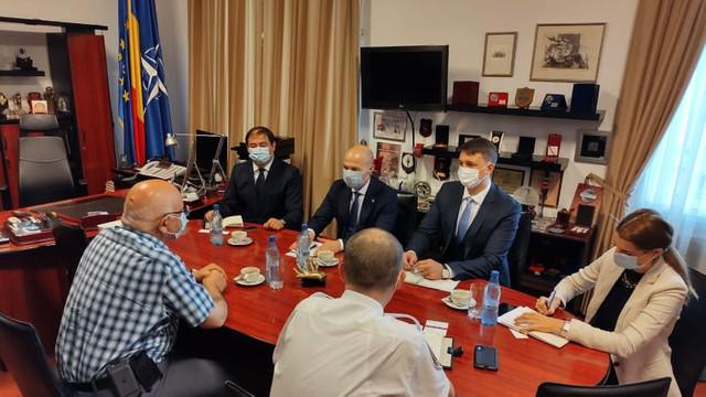 Întrevedere între directorul AMDM și secretarul de stat de la București, Raed Arafat. R.Moldova cere ajutorul României în obținerea vaccinurilor anti-COVID-19