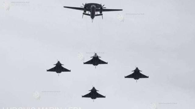 Tensiuni în Mediterana | Franța își consolidează prezența militară, trimițând două avioane Rafale și două nave