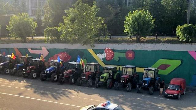 O parte din agricultori a ajuns în capitală, iar alții sunt blocați la Ialoveni