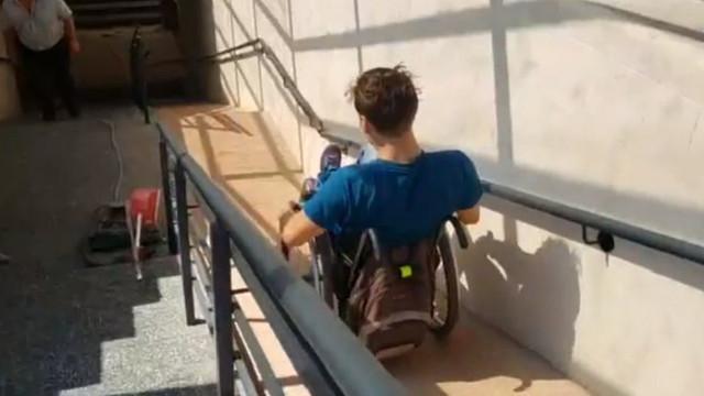 OPINIE | Rampa pasajului subteran de la Viaduct e impracticabilă: Dacă vreau să cobor pe scaunul cu rotile, este nevoie de ajutorul altor persoane