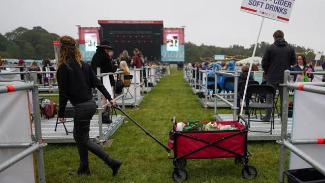 Metoda inedită prin care spectatorii au păstrat distanțarea fizică la primul concert de acest fel din Marea Britanie