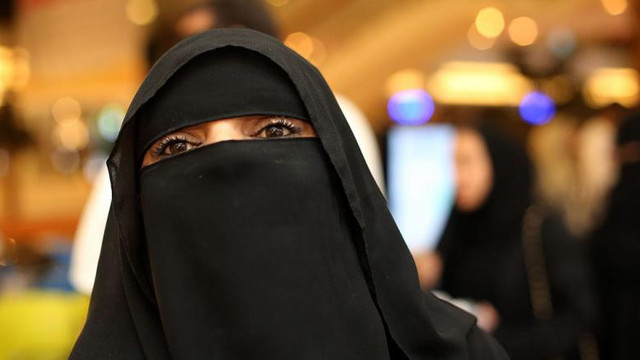 Decizie istorică: Femeile au fost acceptate în conducerea moscheilor de la Mecca și Medina