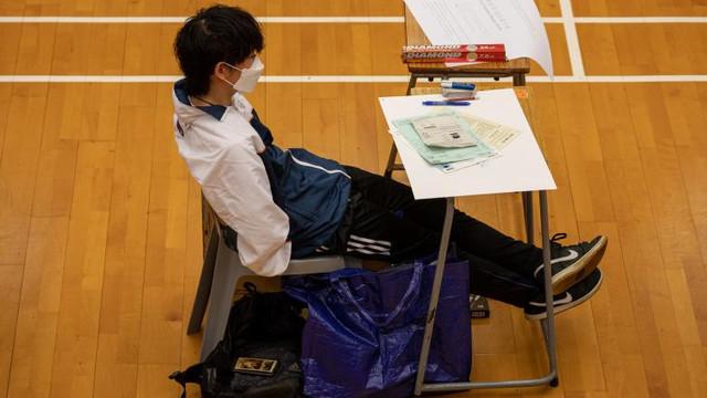 China cenzurează manualele școlare din Hong Kong: Copiii sunt avertizați că vor fi pedepsiți dacă protestează