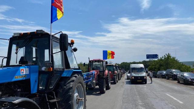 Agricultorii, care mai bine de o săptămână au protestat cu tehnică agricolă, sub podul din cartierul Telecentru, au plecat înapoi spre case