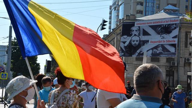 VIDEO | Marcarea a 81 de ani de la semnarea pactului Ribbentrop-Molotov, comemorată în fața Ambasadei Rusiei la Chișinău