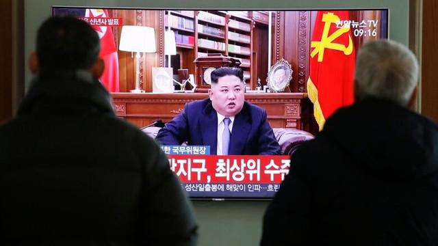 Phenianul difuzează imagini cu Kim Jong Un, a cărui stare de sănătate alimentează încă zvonuri