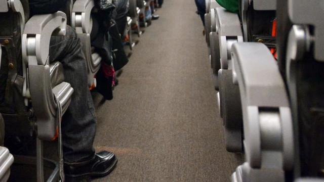 BBC: Povestea avionului în care 16 persoane s-au infectat cu COVID-19 și 193 sunt în carantină