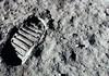 NASA va da bani companiilor private care aduc roci și praf de pe Lună