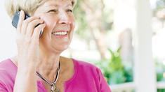 Telefoane mobile pentru vârstnici, ca să învețe să comunice online