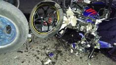 O motocicletă s-a ciocnit cu un tractor ce se deplasa pe contrasens. O tânără de 18 a murit