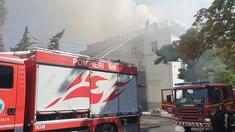 GALERIE FOTO | UPDATE: Incendiul de la Filarmonica Națională ia amploare. A fost suplinit numărul de autospeciale implicate în lupta cu flăcările