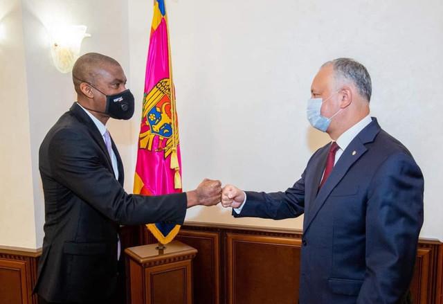 Igor Dodon i-a spus ambasadorului SUA că are intenția să nu utilizeze resurse administrative în campania electorală