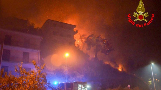 Natura s-a dezlănțuit în Italia. Furtuni și inundații în nord, cutremur în centrul țării și incendii în zona de sud