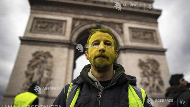 Franța: 17 persoane vor fi judecate pentru vandalizarea Arcului de Triumf în 2018, în timpul protestelor