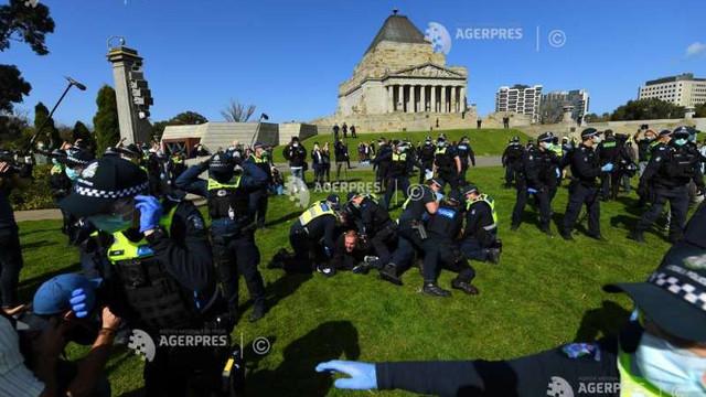 Australia: Zeci de arestări în rândul manifestanților împotriva restricțiilor pentru combaterea COVID-19