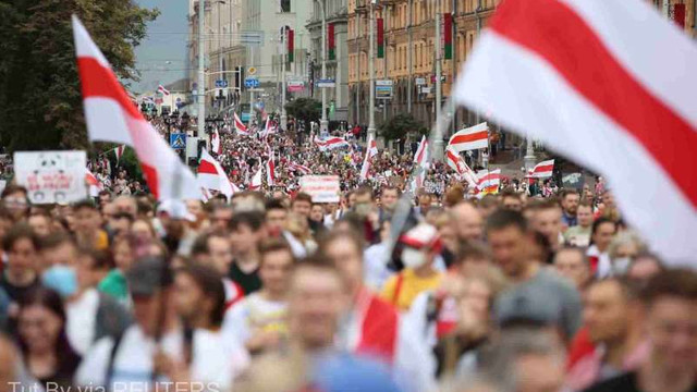 Belarus: Zeci de mii de persoane au manifestat împotriva lui Lukașenko la Minsk; Zeci de manifestanți, arestați (AFP)