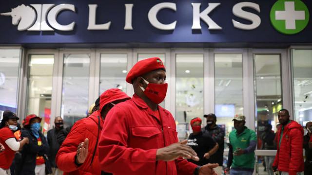 Proteste cu sticle incendiare în Africa de Sud din cauza unei reclame acuzate de rasism
