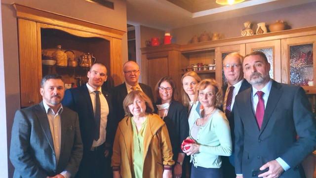 Ambasadori din mai multe țări păzesc casa ultimului lider al opoziției bieloruse în libertate, laureata Nobel Svetlana Aleksievici