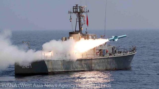 Manevre în Golful Oman: Iranul a utilizat un submarin în premieră și a testat o rachetă