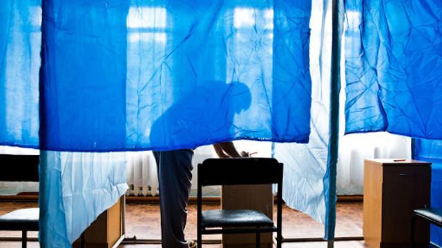 EXPERȚI: Crește considerabil numărul de cereri ale moldovenilor aflați în Rusia, pentru a-și exprima votul la 1 noiembrie