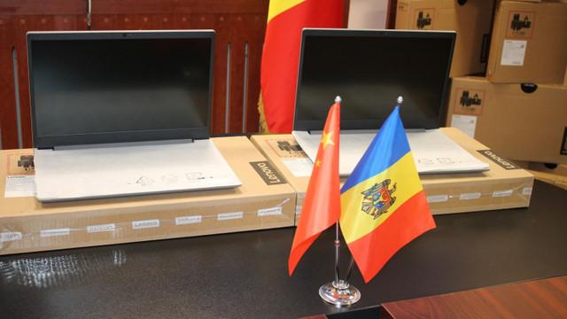 Donație de laptopuri pentru școli, din partea Ambasadei Chinei