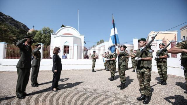 """Președinta Greciei a vizitat insula aflată în centrul disputei cu Turcia: """"Dacă îți dorești pacea, trebuie să fii pregătit de război"""""""
