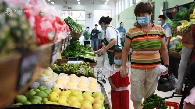 Economia Chinei se redresează, vânzările de retail au crescut pentru prima dată în acest an