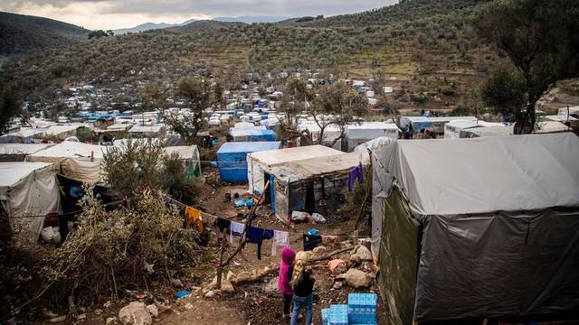 Grecia: 13 persoane arestate după un nou incendiu la o tabără de migranți