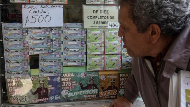 Povestea bizară a avionului prezidențial oferit ca premiu la loterie în Mexic