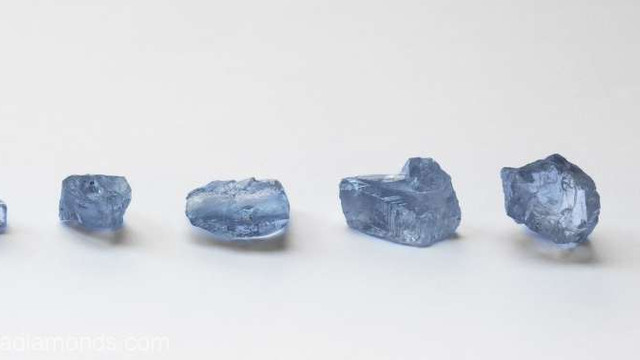 Cinci diamante albastre rare au fost descoperite în Africa de Sud
