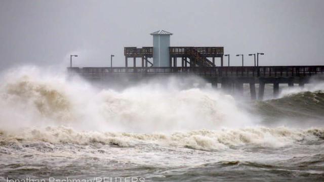 SUA - Uraganul Sally, retrogradat la nivel de furtună tropicală după ce a provocat inundații pe coasta Golfului Mexic