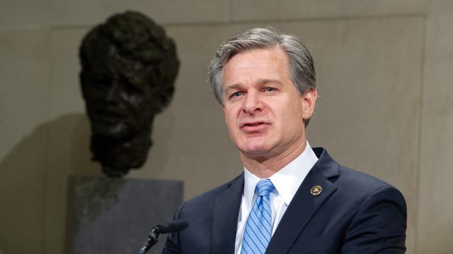 """Directorul FBI: Rusia bate """"toba dezinformării"""" pentru a submina campania candidatului democrat Joe Biden și încrederea americanilor în procesul electoral"""