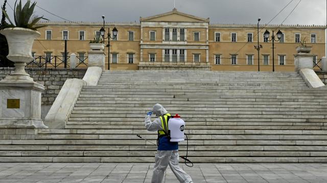 Grecia reimpune restricții, după o creștere semnificativă a cazurilor de coronavirus