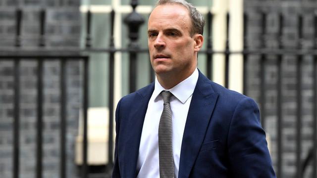 Bodyguard-ul ministrului de externe britanic și-a uitat arma încărcată într-un avion