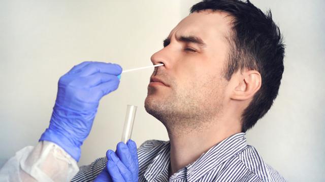 Medicii canadieni verifică o nouă metodă de testare a COVID-19