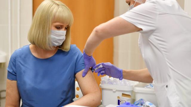 """Rusia: 1 din 7 voluntari vaccinați cu """"Sputnik V"""" împotriva COVID-19 are efecte secundare"""