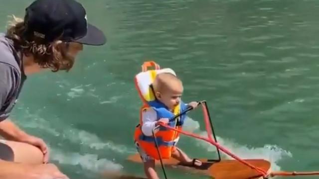 Un copil de 6 luni intră în cartea recordurilor după ce a făcut schi nautic înainte să învețe să vorbească