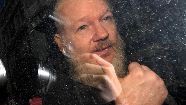 Julian Assange are tendințe de suicid, susține un psihiatru care l-a examinat în închisoare