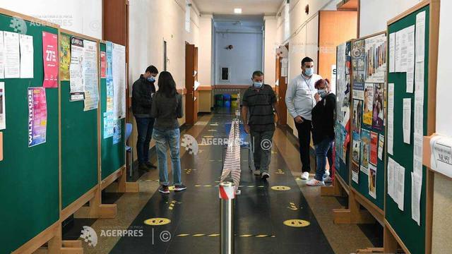 Alegeri locale în România   Prezența la vot până la ora 14:00 este de 23,71%,