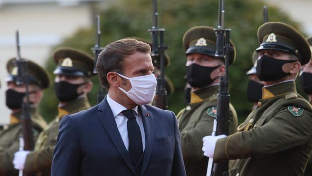"""Emmanuel Macron cere Europei să renunțe la """"dependența"""" de armament american"""