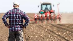 Agricultori din peste zece raioane și-au scos și astăzi tehnica în stradă
